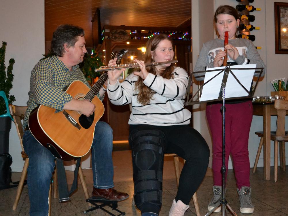 Tischtennis Weihnachtsfeier mit musikalischer Untermalung